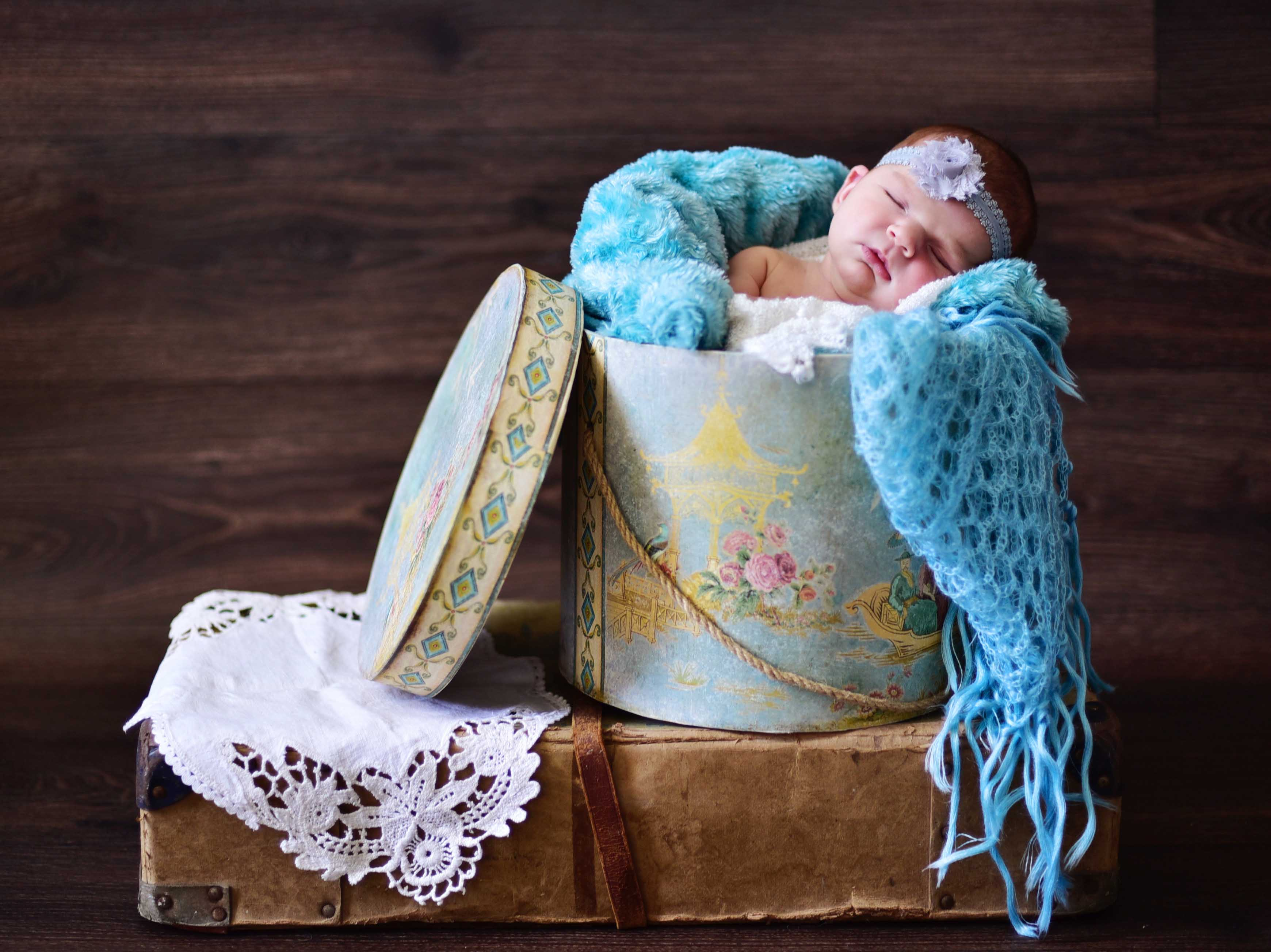 modern newborn baby shoot, baby photography, michelle nyulassie, brighton, east sussex