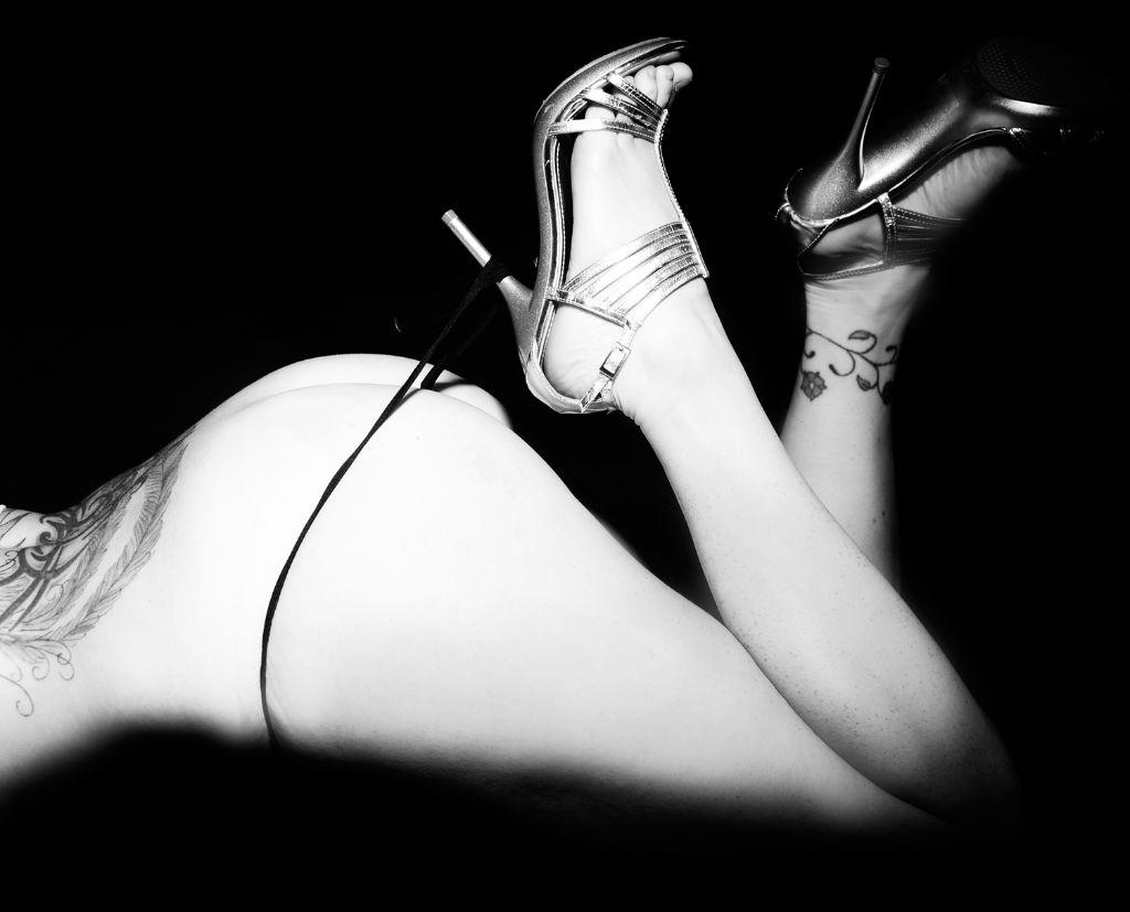 Glamour Shots, Glamour Photographer, Fine Art Nudes, Black and White Nudes, Michelle Nyulassie, Brighton UK